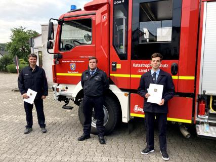 Beförderungen (von links nach rechts): Jörg Desch, Lukas Usbeck, Marcel Jordan